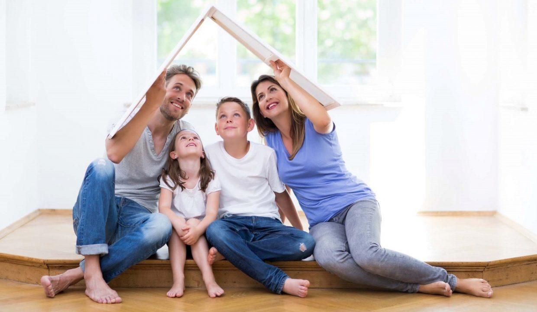 Familie trumt vom eigenen Haus